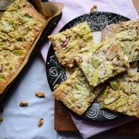 Walnusscrumble-Rhabarberkuchen