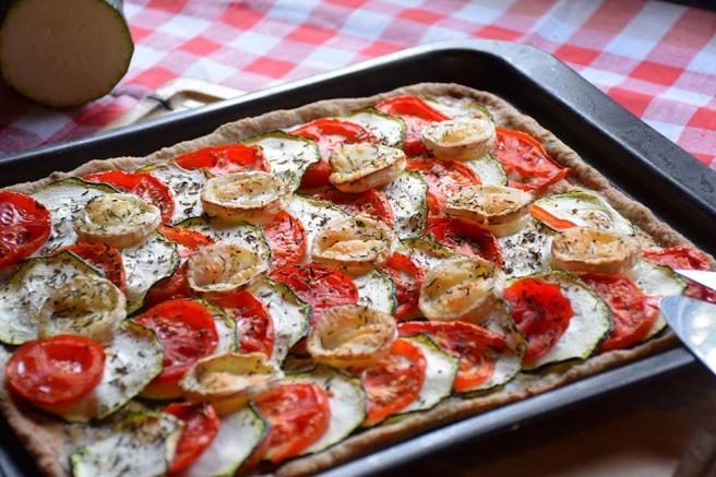 Zucchini-Tomatentarte mit Ziegenkäse