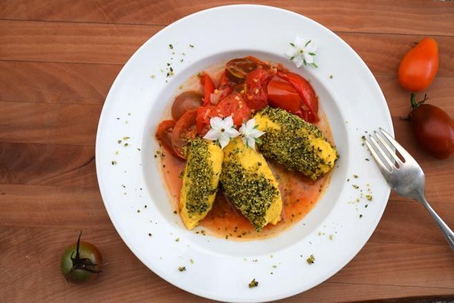 Kürbis-Grießnockerl mit Topfen auf Tomatenragout von AngiProstMahlzeit