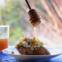 Ricotta selbstgemacht: Ricotta Crostini mit Honig und Walnüssen